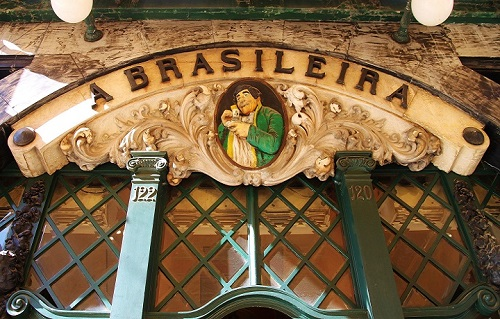 Café a Brasileira sign above the entrance