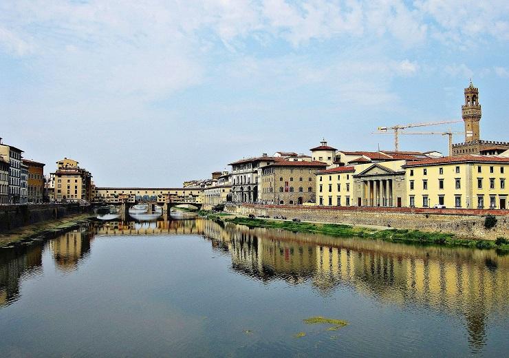 long distance view of Ponte Vecchio Bridge