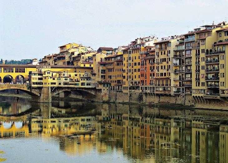 apartments along side Ponte Vecchio Bridge