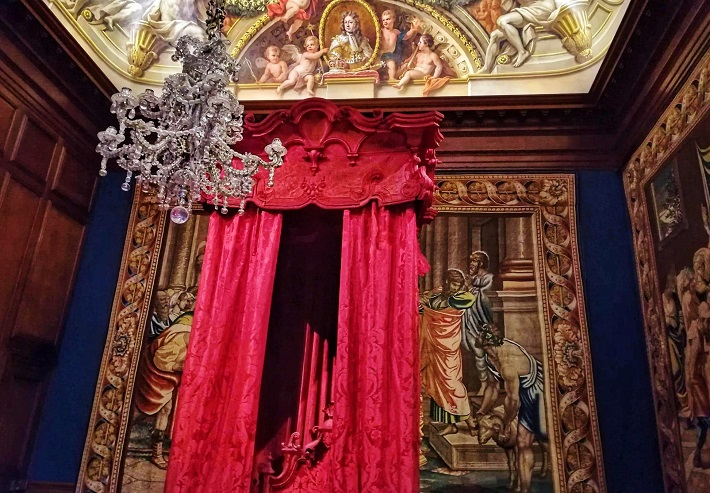 Red curtained bed at Hampton Court Palace England