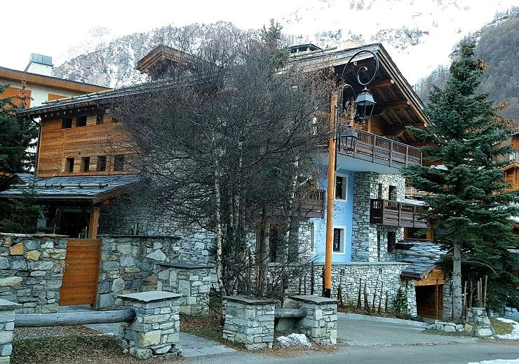 Hip hideouts ski Chalet
