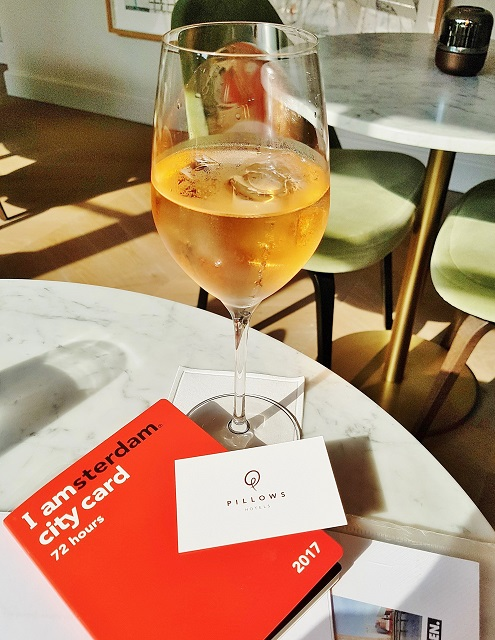 Glass of wine with Amsterdam city card