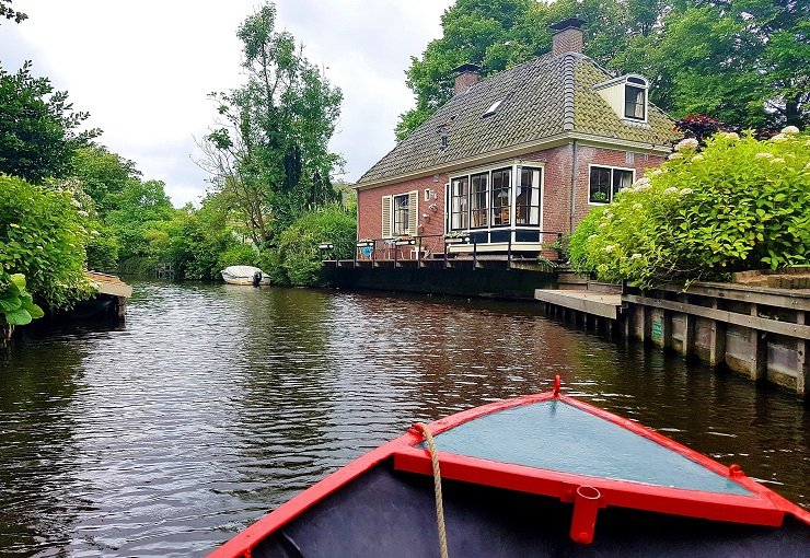 Traditional house on the canal while taking a boat ride - Things to do near Amsterdam