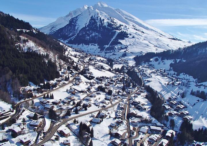Skiing La Clusaz Ski Resort France