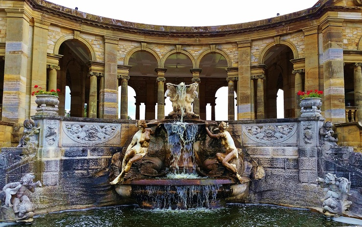 Ornamental fountain in front of the arches of the Loggia in the Italian Gaarden