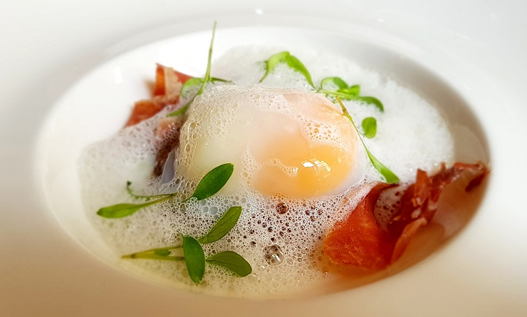 Poached egg and bacon - Where to eat in Chamber France