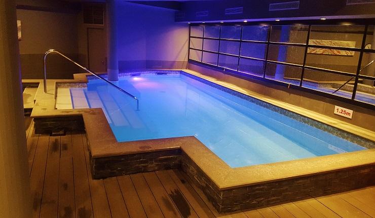 Hotel Le Cinq indoor swimming pool
