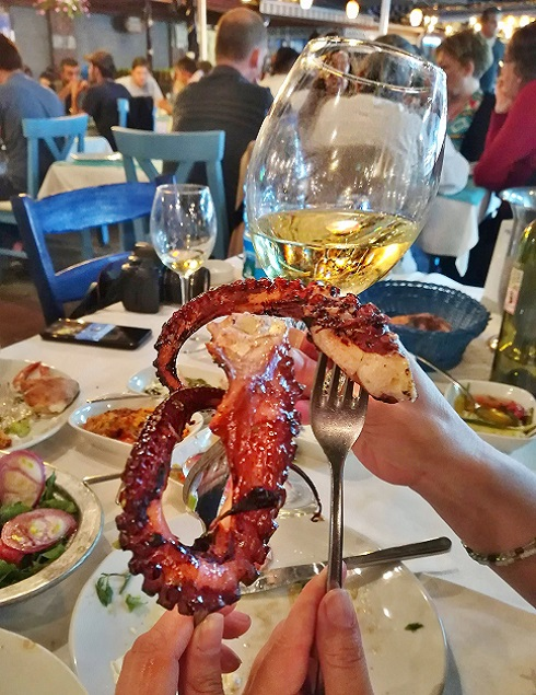 Squid tentacles and a glass of wine for lunch