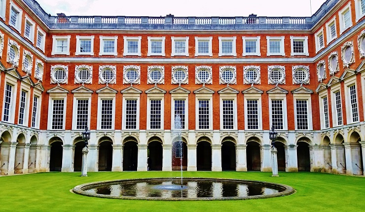 Fountain Court Hampton Court Palace England