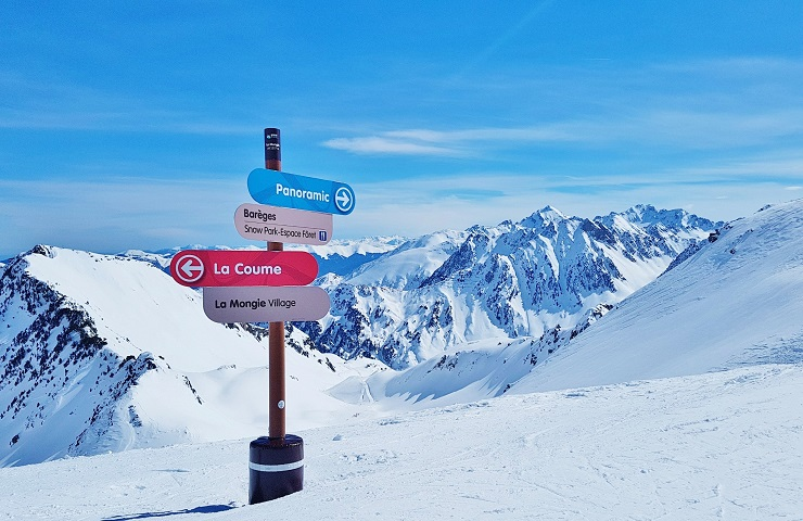 Signpost on the ski run