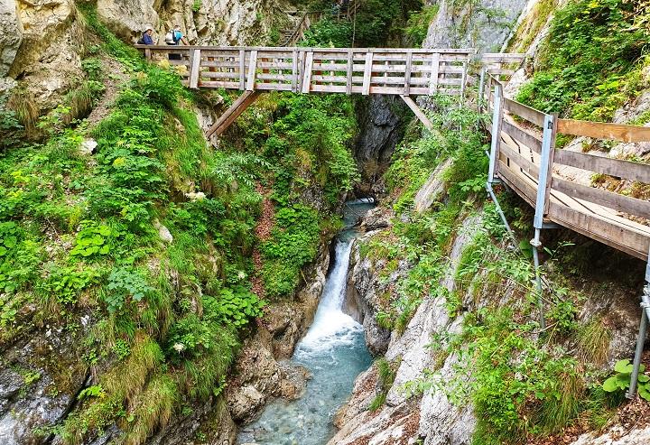 Hiking Gorge trail