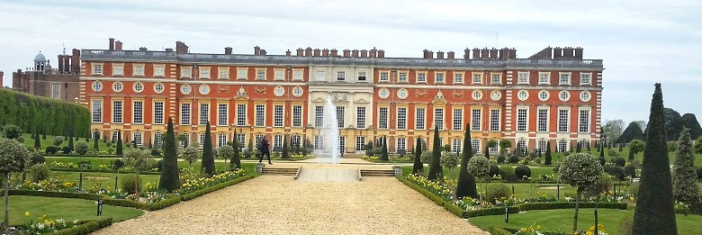 Day out to Hampton Court Palace England History
