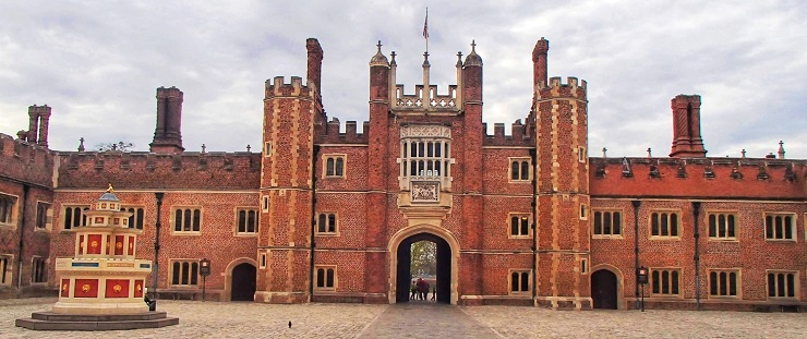 Top things to do Hampton Court Palace Garde Historyns England